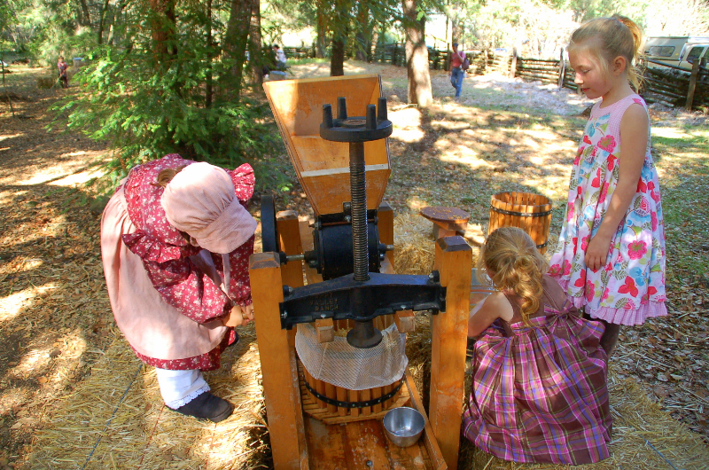 Making apple cider at Old Mill Days!